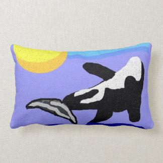 Orca con la almohada de tiro del sol