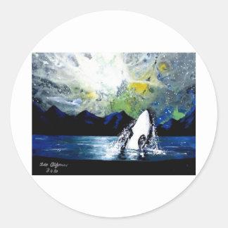 ORCA DE LA ORCA QUE SE DIVIERTE EN THE SUN PEGATINA