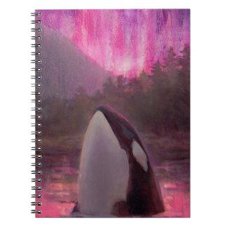 Orca de la orca y aurora boreal rosada/magenta cuaderno