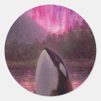 Orca de la orca y aurora boreal rosada/magenta pegatina redonda