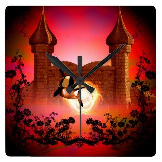 Orca divertida, de salto en un mundo de fantasía reloj cuadrado