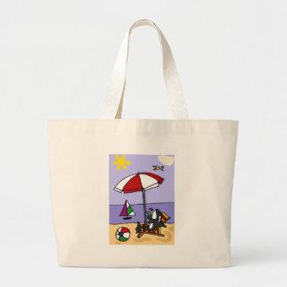 Orca divertida en el arte de la playa bolsas de mano