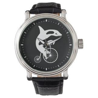 Orca en la bici del vintage reloj