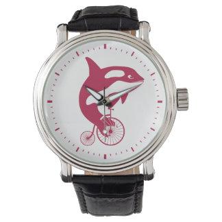 Orca en la bici del vintage reloj de mano
