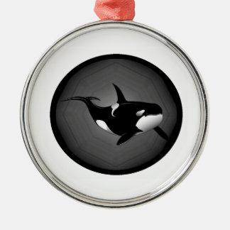 ORCA EN LA NOCHE ADORNO REDONDO PLATEADO