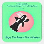 Orca feliz de Pascua con los oídos s del conejito  Pegatinas Cuadradases Personalizadas