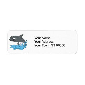 orca linda de la orca del dibujo animado etiqueta de remite