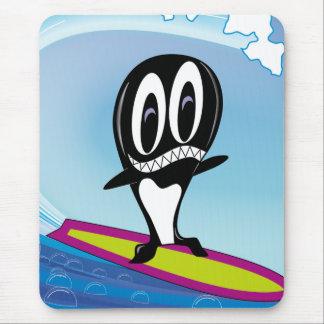 Orca que practica surf alfombrillas de ratón