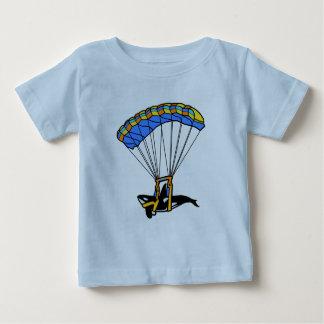 Orca que se lanza en paracaídas playeras