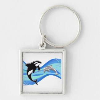 Orca y delfín en las ondas llaveros