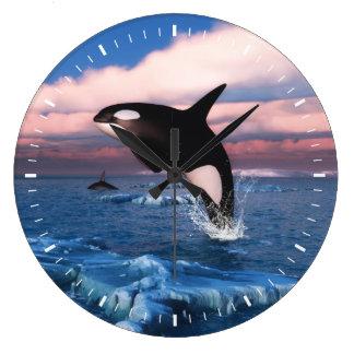 Orcas en el Océano ártico Reloj Redondo Grande