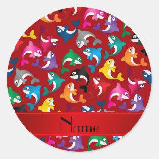 Orcas rojas conocidas personalizadas del arco iris pegatina redonda