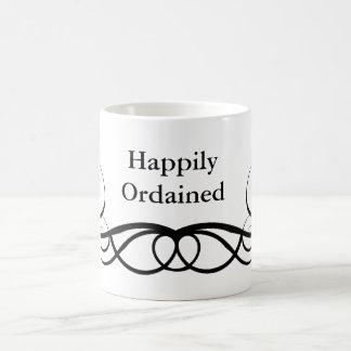 Ordenado feliz taza clásica