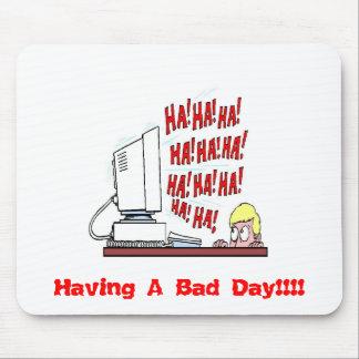 ¡Ordenador de risa, teniendo un mún día!!!! Alfombrillas De Raton