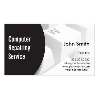 Ordenador moderno del teclado que repara la tarjet tarjeta de visita