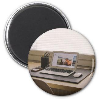 Ordenador portátil, ratón, mobie y artículos imán redondo 5 cm