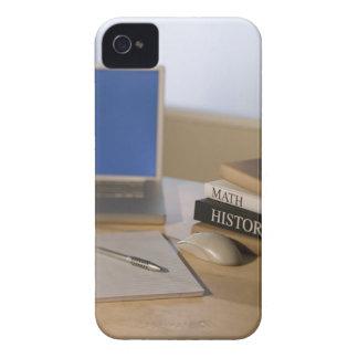 Ordenador portátil y libros de texto iPhone 4 coberturas