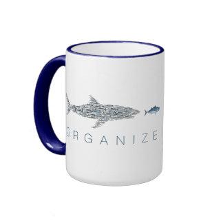 Organice la taza de los pescados