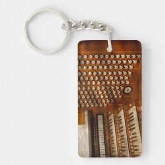 Organista - aliste en los controles llavero rectangular acrílico a doble cara