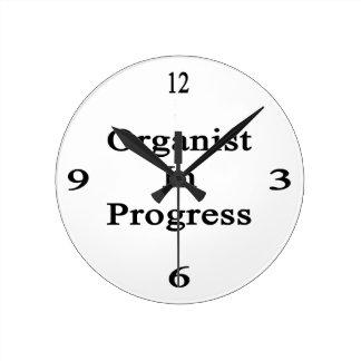 Organista en curso reloj redondo mediano