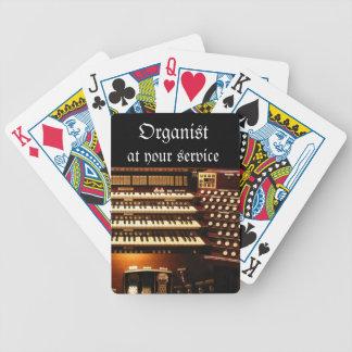 Organista en sus naipes del servicio barajas de cartas