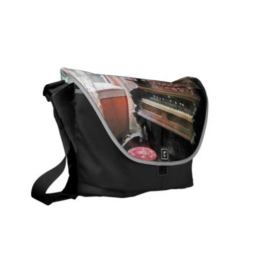 Órgano con el taburete del punto pequeno bolsa de mensajeria