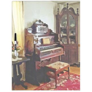 Órgano en sala del Victorian con el florero Pizarra Blanca