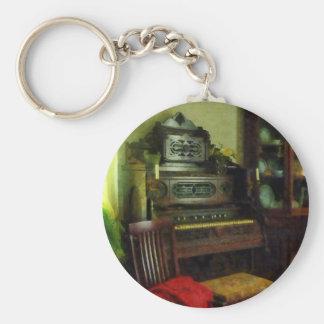 Órgano en sala llavero redondo tipo pin