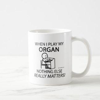 Órgano nada materias otras taza básica blanca