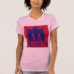 Orgullo 2 de la silueta del puente de Brooklyn Camiseta