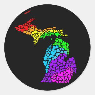 orgullo de Michigan: corazones del arco iris Pegatina Redonda