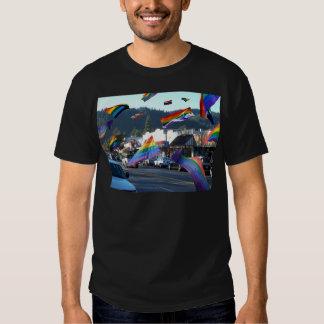 Orgullo del arco iris sobre Guerneville/el río Poleras