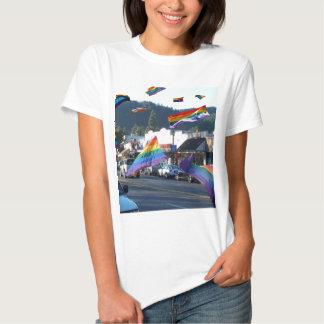 Orgullo del arco iris sobre Guerneville/el río Remera