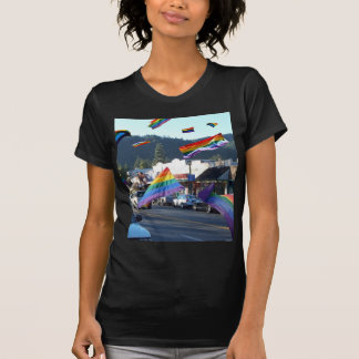 Orgullo del arco iris sobre Guerneville/el río Remeras