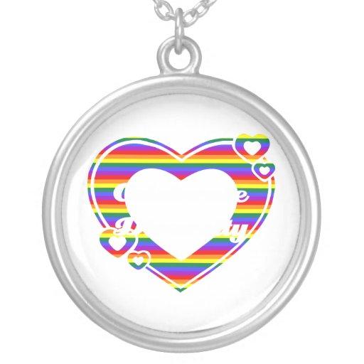 Orgullo gay y collares temáticos del arco iris