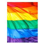 Orgullo sólido - primer de la bandera del arco iri tarjeta postal