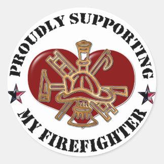 Orgulloso apoyo de mi bombero etiqueta redonda