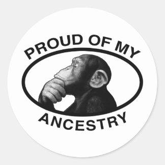 Orgulloso de mi chimpancé de la ascendencia etiqueta redonda