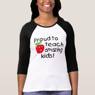 Orgulloso enseñar a los niños asombrosos (Apple) Camisetas