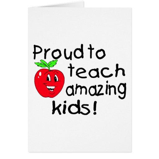 Orgulloso enseñar a los niños asombrosos (Apple) Tarjeton