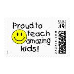 Orgulloso enseñar a los niños asombrosos (smiley) timbre postal