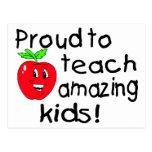¡Orgulloso enseñar a niños asombrosos! Postal