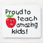 ¡Orgulloso enseñar a niños asombrosos! Alfombrilla De Ratón