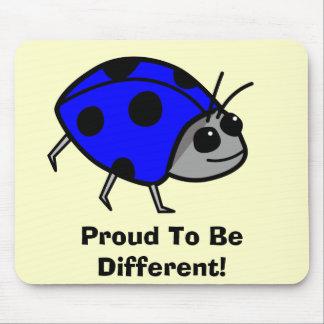 Orgulloso ser diversa mariquita azul alfombrilla de ratón