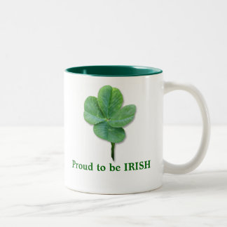 Orgulloso ser dos IRLANDESES entone la taza de caf