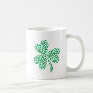 Orgulloso ser irlandés - trébol del St Pattys Taza De Café