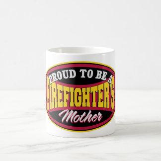 Orgulloso ser la madre de un bombero taza básica blanca