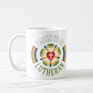 Orgulloso ser taza del Lutheran - blanco