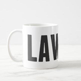 Orgulloso ser un abogado taza clásica