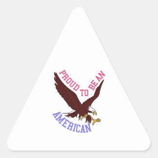 Orgulloso ser un americano pegatina triangular